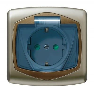 Gniazdo bryzgoszczelne z uziemieniem schuko IP-44 z przesłonami torów prądowych wieczko przezroczyste TON SATYNA/ZŁOTO